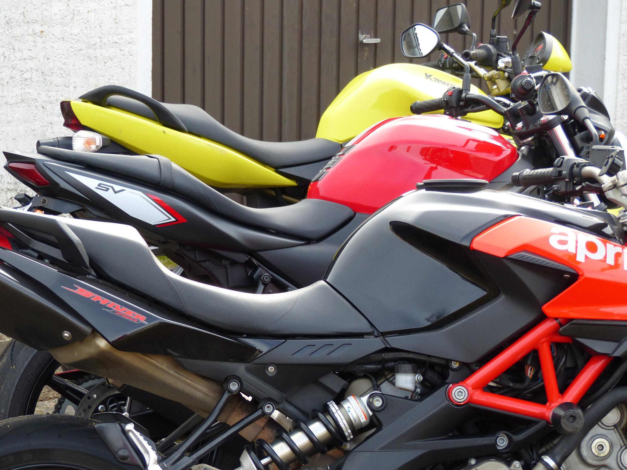 Alle Motorräder und Größen in einer Reihe