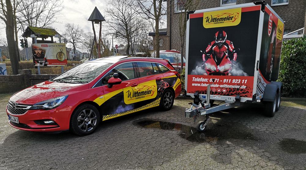 Opel-Astra-Sportstourer_Anhaenger_nebeneinander
