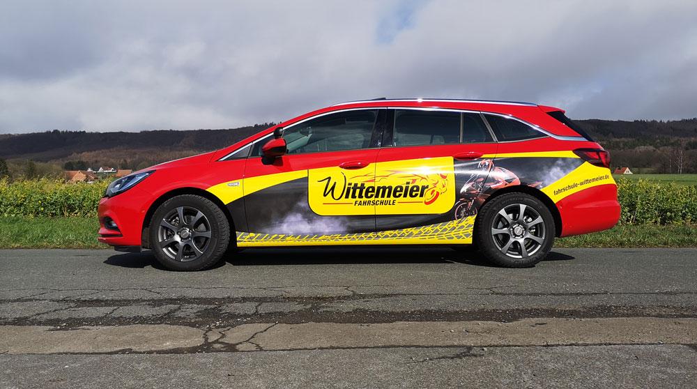 Opel-Astra-Sportstourer_seite